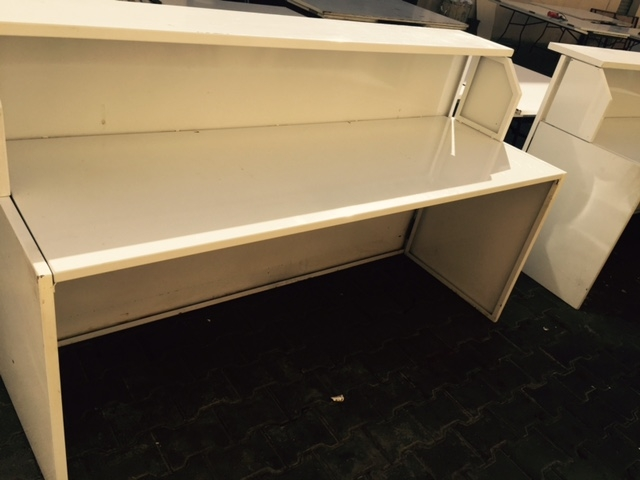 ssteel-white-bar-counter