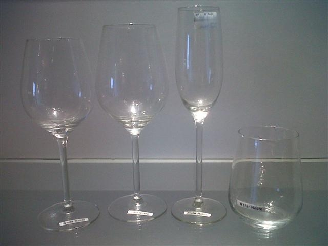 wine-glasses-white-noble