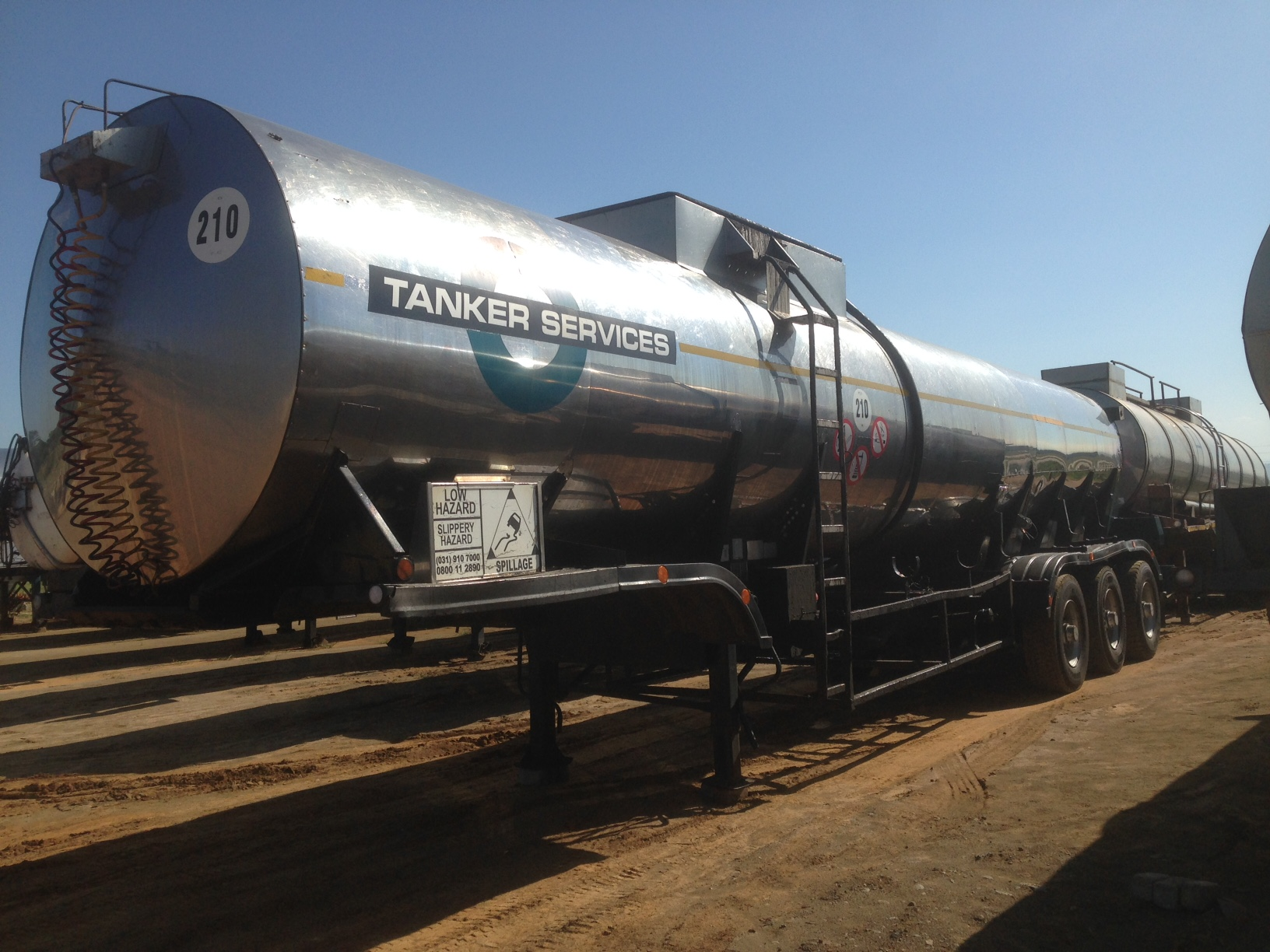 1996-hendred-tri-axle-ss-bituman-cladded-tanker-trailer